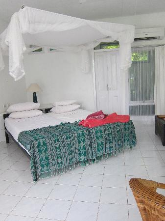 Bajo Komodo Eco Lodge: Clean and spacious room