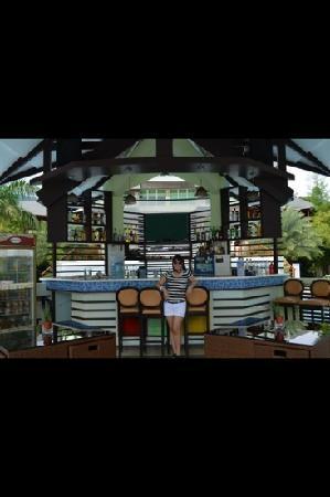 Acuatico Beach Resort & Hotel: the bar