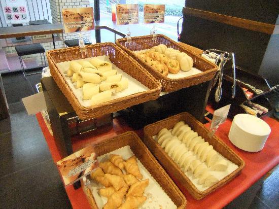 City Hotel Lonestar: 無料の朝食 パン類食べ放題 飲み物も無料
