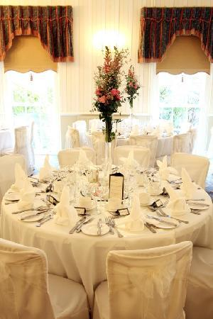De Courceys Manor : Tapestry Suite, set for a wedding