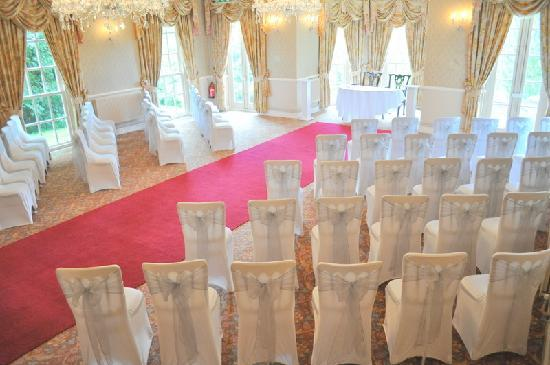 De Courceys Manor : Licensed for civil ceremonies and civil partnerships