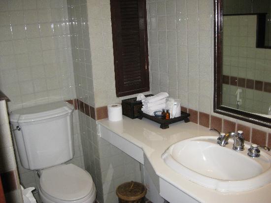 Rimping Village: Bathroom had good water pressure, nice complimentary toiletries