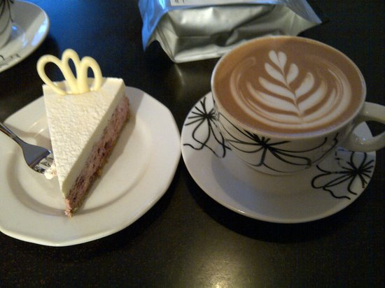 Cafe Art : Latte and cheesecake