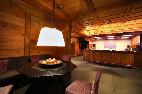 Hotel Bernerhof Gstaad: Eingangshalle