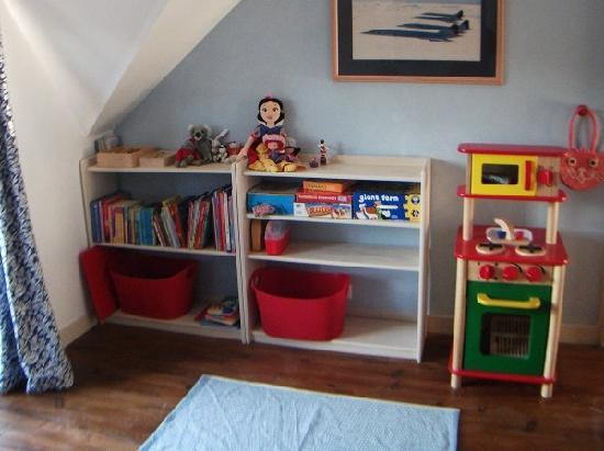 Les Limornieres: To allow adults to kick back & relax we provide toys & books to keep children amused