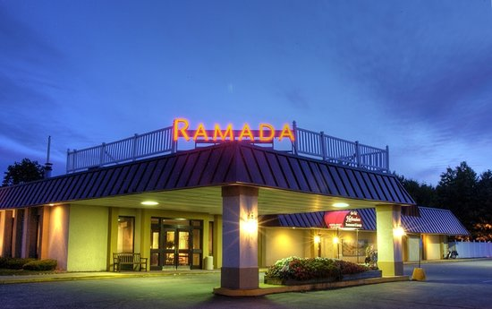 Ramada Queensbury/Lake George: Exterior