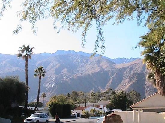 East Canyon Hotel and Spa: View at San Jacinto in front