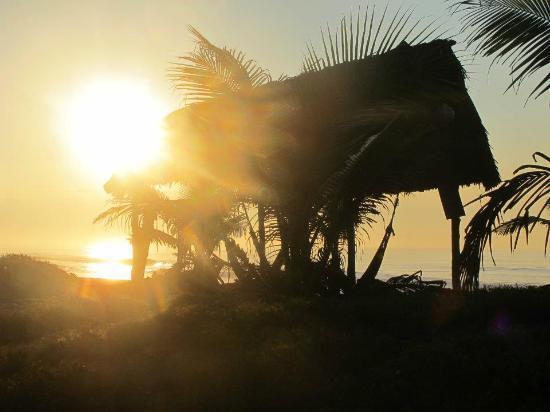 Paredon Surf House: Amazing sunrise