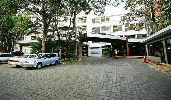 Impala Hotel: The entrance from the parking lot
