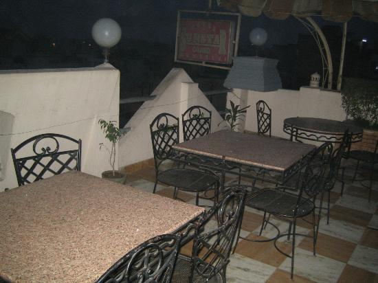Hotel SunStar Grand: Rooftop restaurant