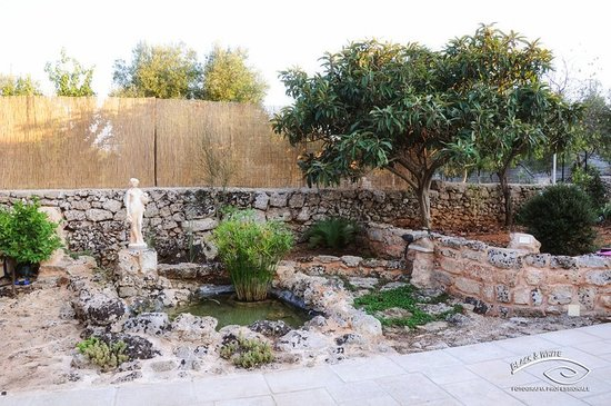 Tenuta Donnamella, Giardino esterno