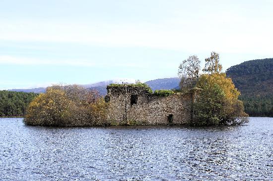 Cairngorms National Park: Loch An Eilein castle - a ruin on a small island