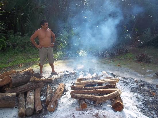 Temazcal Cenote Experience: Preparing the rocks