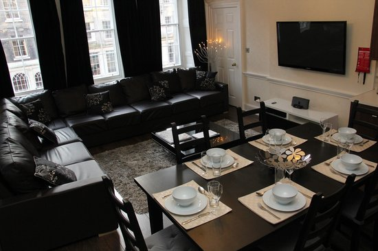Stay Edinburgh City Apartments - Royal Mile: 4 BEDROOM 4 BATROOM APARTMENT