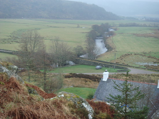 Lochgilphead, UK: Looking back down to the car from the top