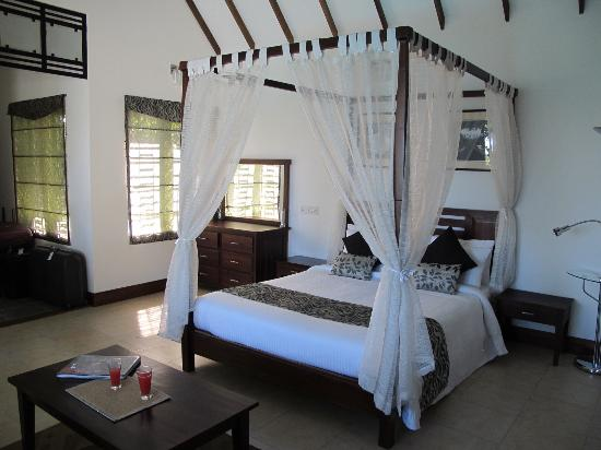 Aanavilasam Luxury Plantation House: Main room in Pool Villa