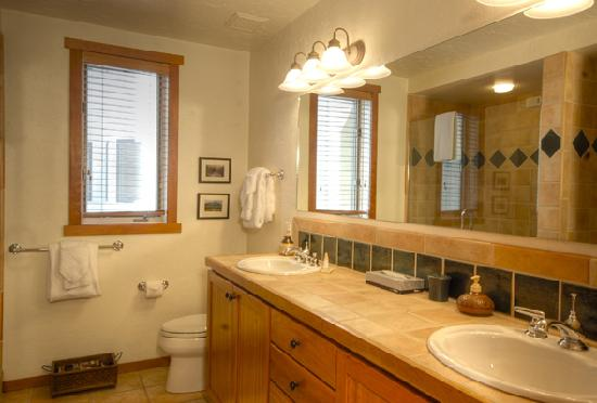 Terraces at EagleRidge : Bathroom