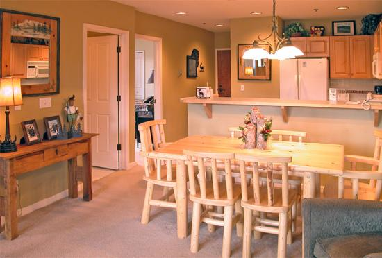 Terraces at EagleRidge : Kitchen / Dining Room