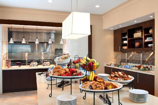 Hilton Garden Inn San Bernardino: Our breakfast options feature scrumptious, cooked-to-order hot items and a generous buffet.