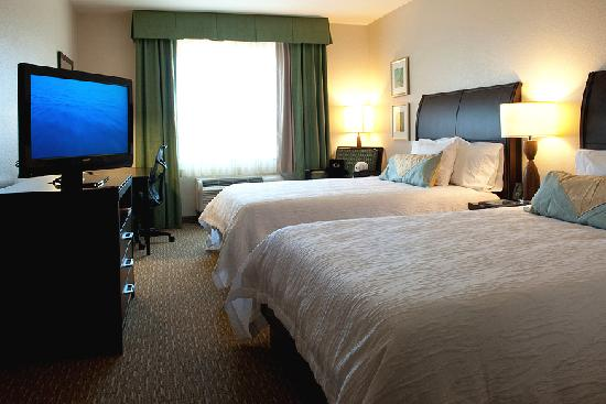 Hilton Garden Inn San Bernardino: Our well equipped double bed room.