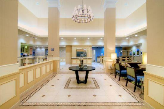 Hilton Garden Inn San Bernardino: Our inviting lobby.