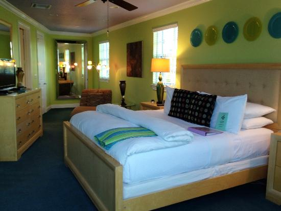 Pineapple Point Guest House and Resort: Bedroom in Spa Villa