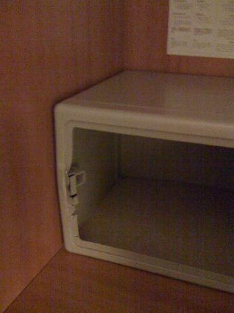 Grand Hotel Santa Lucia: busted safe