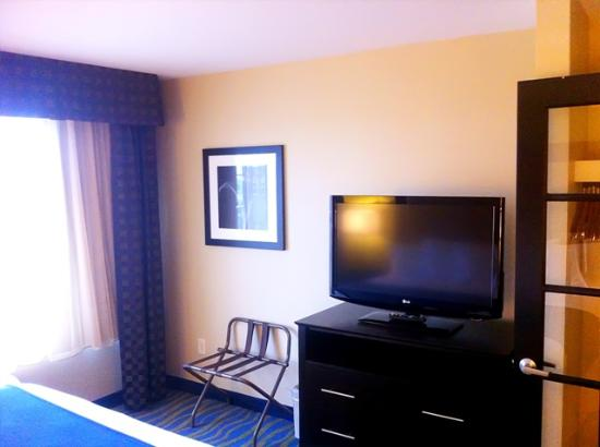 Holiday Inn Express & Suites: remodel