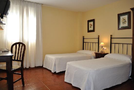 Habitaci n doble picture of hostal la andaluza san for Hostal paris tripadvisor
