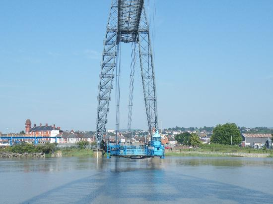 Newport Transporter Bridge: In motion