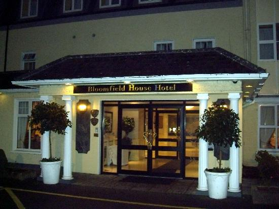 Bloomfield House Hotel, Leisure Club & Spa: Outside the main entrance at night