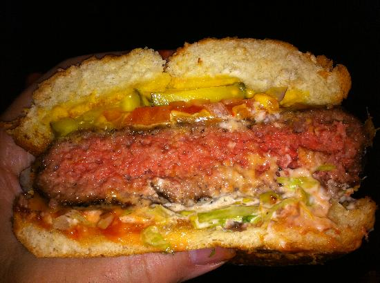 Tomboy Tavern: A delicious hamburger!