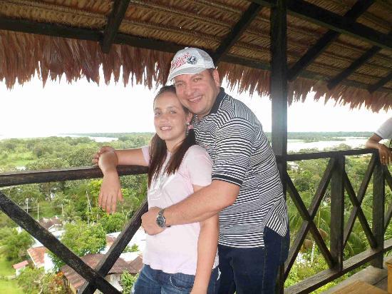 Hotel Pirarucú: con mi hija en el mirador de puerto nariño el pueblo llamado el pesebre...