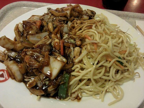 Asia Pavillion: My plate : noddles with shrimps and vegetables - a little spicy
