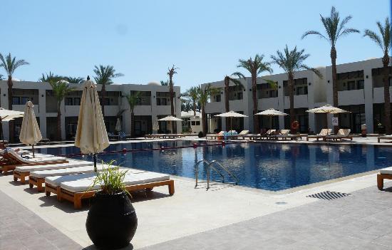 SENTIDO Reef Oasis Senses Resort: senses pool just outside room