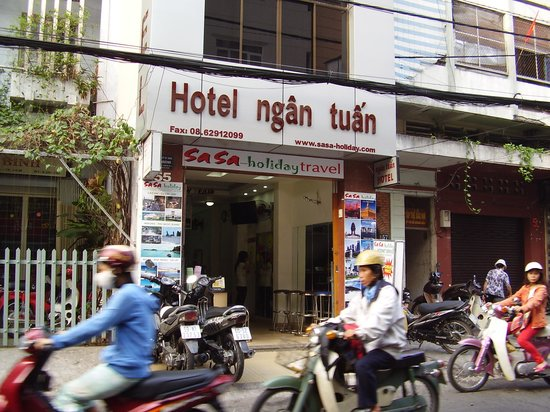 facing Ngan Tuan Hotel from street