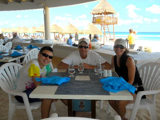 Omni Cancun Resort & Villas : Lunch at Pina Coladas'