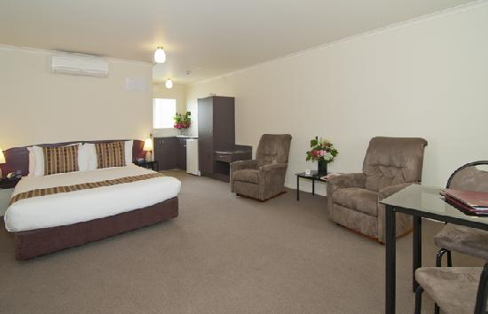 Best Western BK's Pioneer Motor Lodge: Our new Superior Studio Suite, featuring air conditioning.