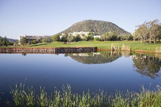 Ridge on Sedona Golf Resort: Overlooking the golf course