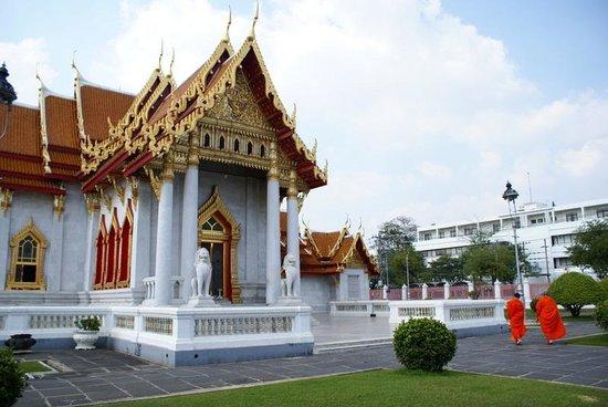Wat Benchamabophit (The Marble Temple): Wat Benchamabophit - facciata principale