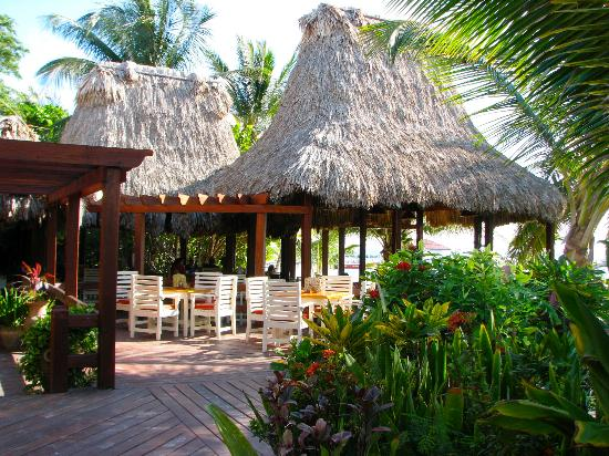 Ramon's Village Resort: Outdoor dining area