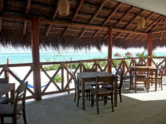 Almaplena Eco Beach Resort : Restaurant Terrace on the beach