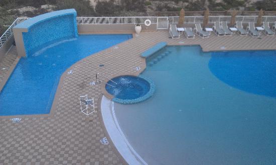 Hilton Garden Inn South Padre Island: Baby Pool On Left, 2 Hot Tubs,