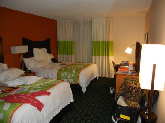 Fairfield Inn & Suites Cleveland Beachwood: room photo