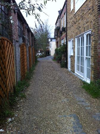 The Old Stables: the alleyway