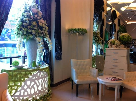 Grand Aston Cityhall Hotel & Serviced Residences: wedding EO between hotel and apt.