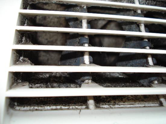 SoBe Hostel: Mold in a/c unit vents