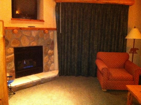 Great Wolf Lodge: Fireplace in loft suite
