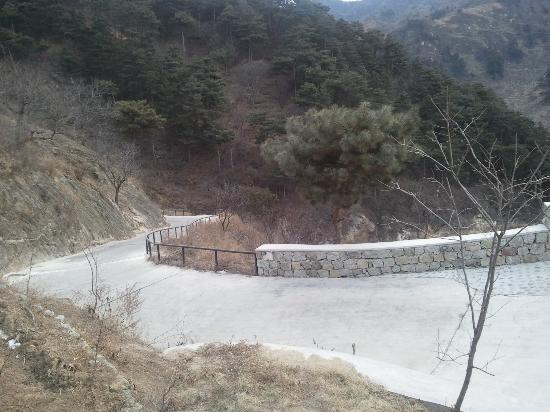 Home of the Great Wall: about One fifth of the approach road - not the steepest bit either