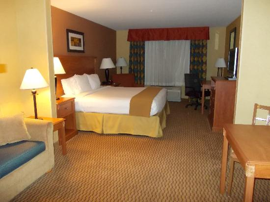 Holiday Inn Express & Suites Ontario Airport: my room